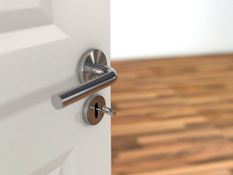 Как снять дверную ручку с межкомнатной двери